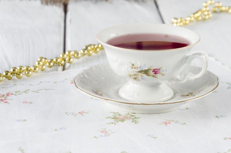 vecchia tazza elegante fatta di porcellana genuina immagine stock libera da diritti