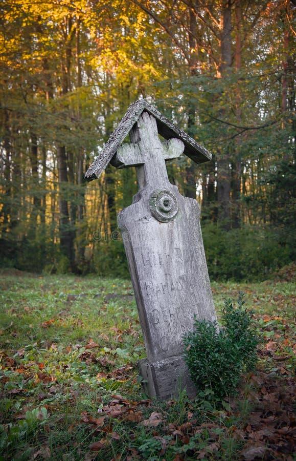 Vecchia tomba di legno fotografie stock