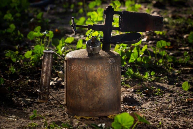 Vecchia torcia con una fiamma fotografia stock libera da diritti