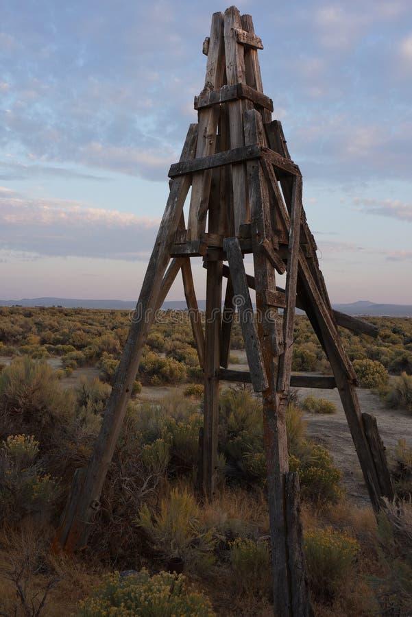 Vecchia torre del mulino di vento fotografia stock