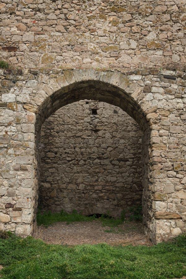 Vecchia torre della fortezza costruita della pietra fotografie stock libere da diritti