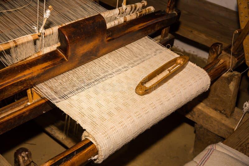 Vecchia tradizione romena, autentica tessitura fotografia stock