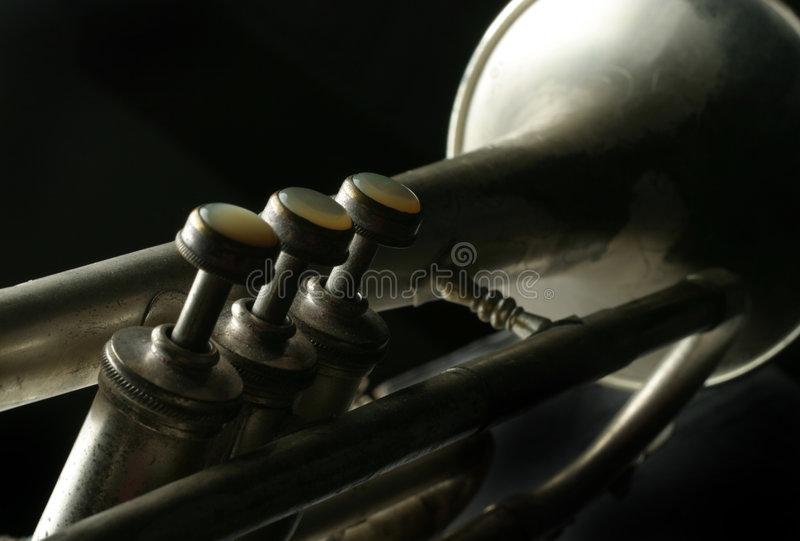 Vecchia tromba d'argento immagine stock