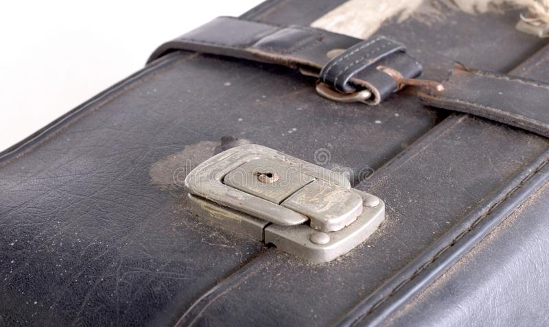 Vecchia valigia dura d'annata con la serratura del fermo immagine stock libera da diritti