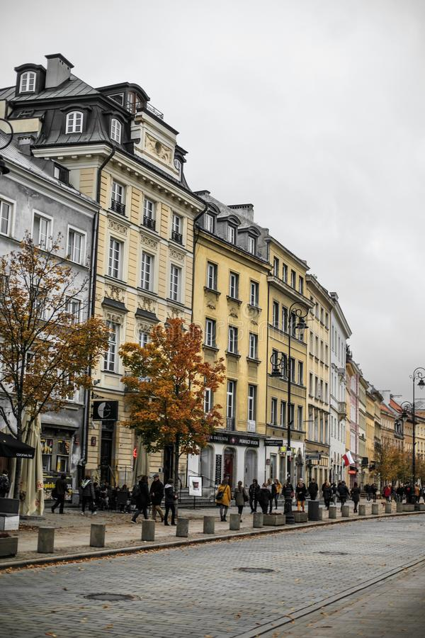 Vecchia via centrale a Varsavia poland fotografia stock