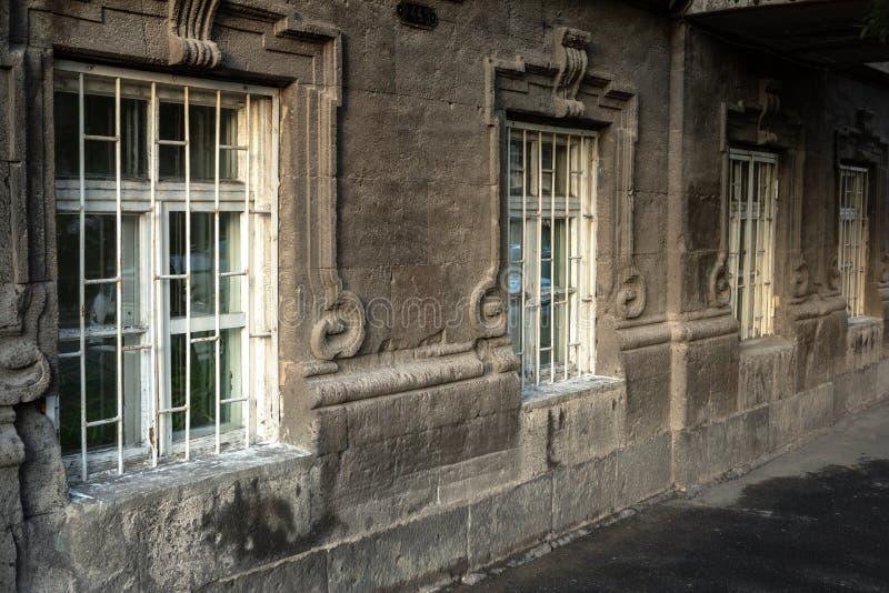 Vecchia via d'annata a Yerevan immagine stock