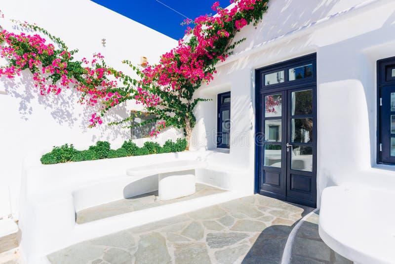 Vecchia via della città di Mykonos fotografia stock