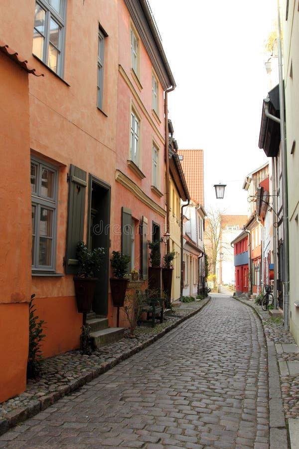 Vecchia via in Stralsund, Germania immagini stock libere da diritti