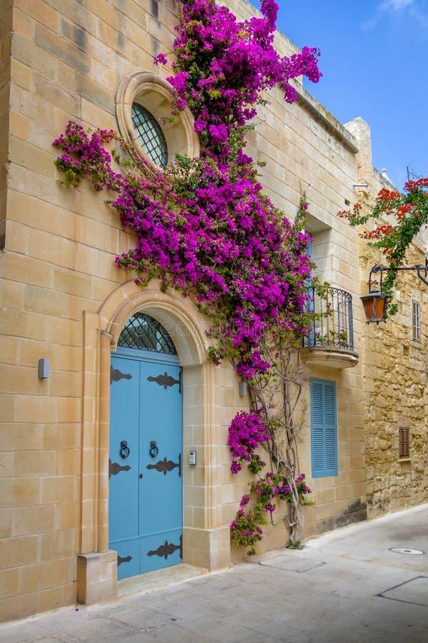 Vecchia via stretta di Mdina - Mdina, Malta fotografia stock libera da diritti