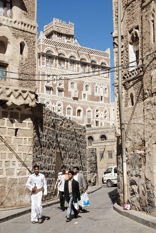 Vecchia via Yemen della città di Sanaa fotografia stock
