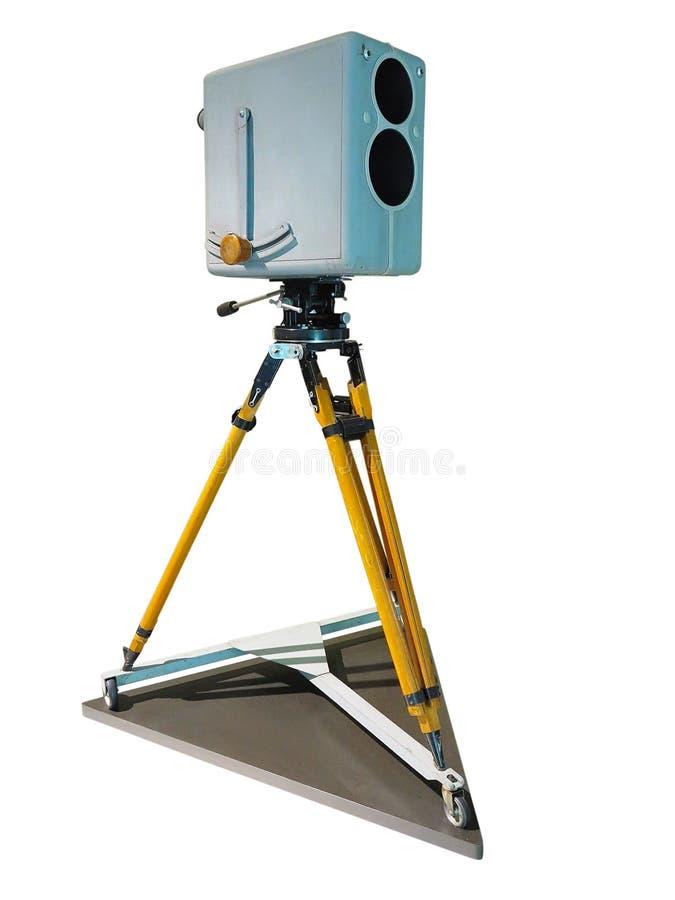 Vecchia videocamera del retro studio professionale antico della TV sul treppiede fotografia stock