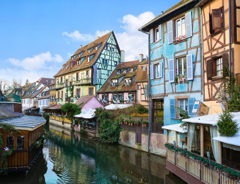 Vecchia zona turistica pittoresca vicino al centro storico di Colmar, Haut-Rhin, l'Alsazia, Francia Le vecchie case tradizionali  immagini stock libere da diritti