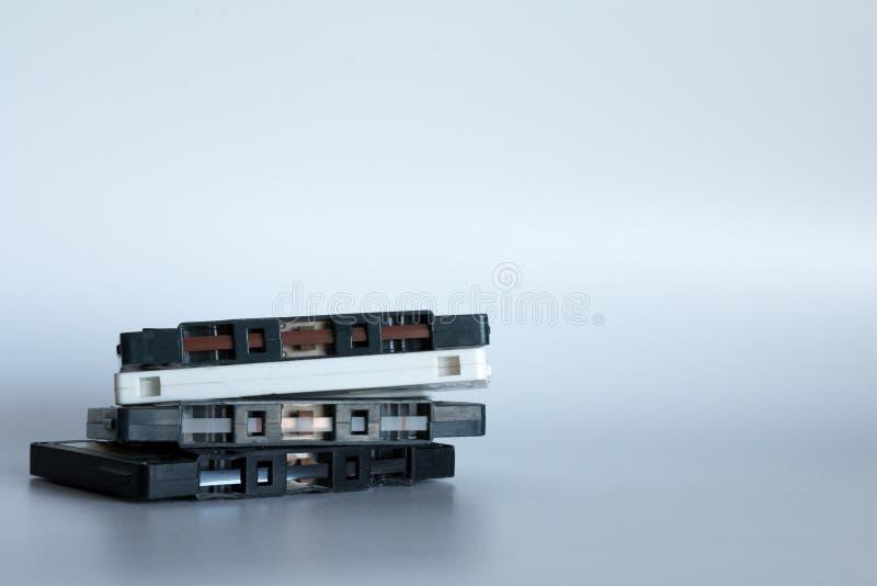 Vecchie audio cassette su un fondo bianco immagini stock