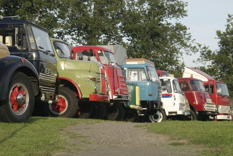 Download Vecchie automobili immagine stock. Immagine di trasporto - 214637