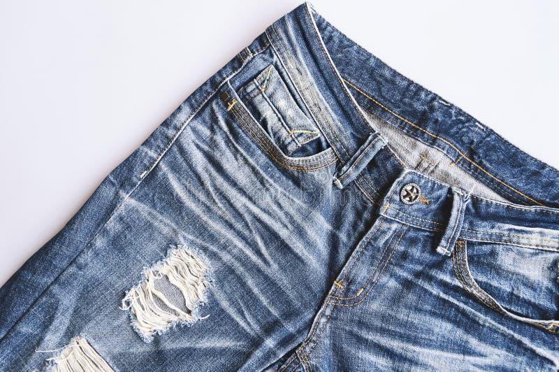 Vecchie blue jeans d'annata con il foro, alto strappato, lacerato, vicino fotografia stock libera da diritti