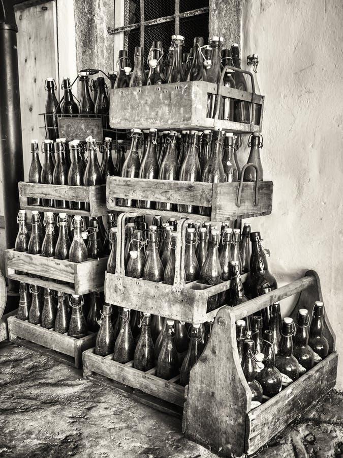 Vecchie bottiglie immagini stock libere da diritti