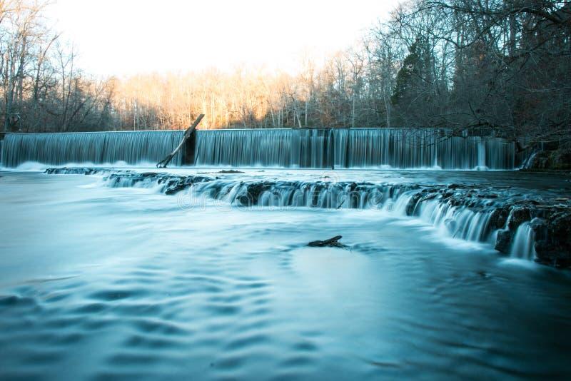 Vecchie cadute forti di pietra dell'acqua del parco di stato immagini stock
