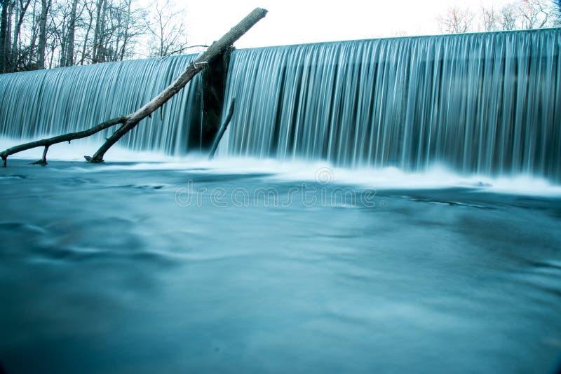 Vecchie cadute forti di pietra dell'acqua del parco di stato fotografia stock