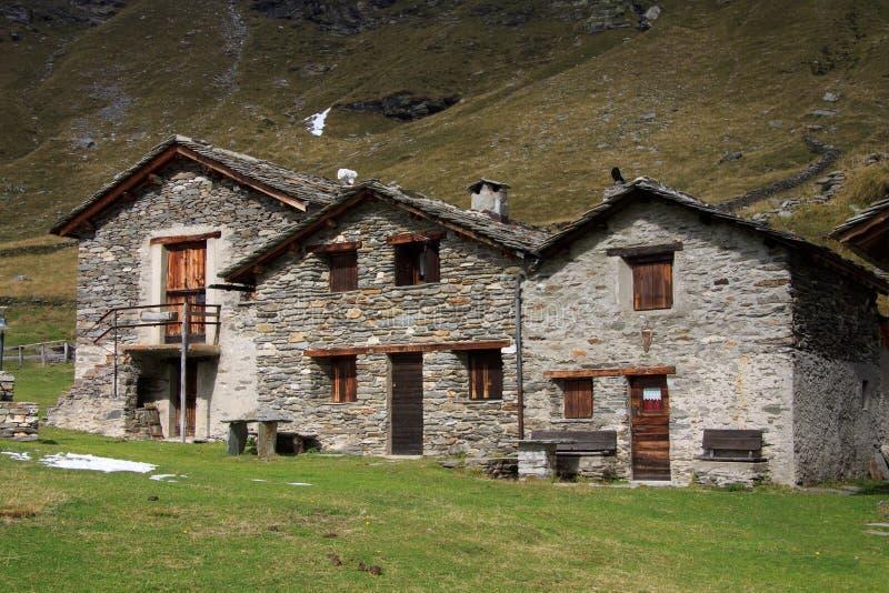 Case In Pietra Di Montagna : Trulli tutte le curiosità su case in pietra di alberobello viaggiamo
