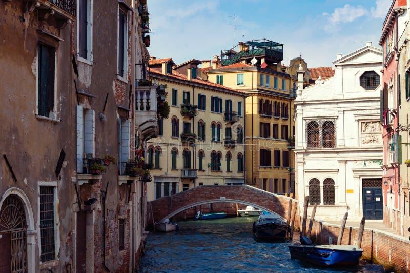 Vecchie case di Venezia su acqua L'Italia fotografia stock libera da diritti