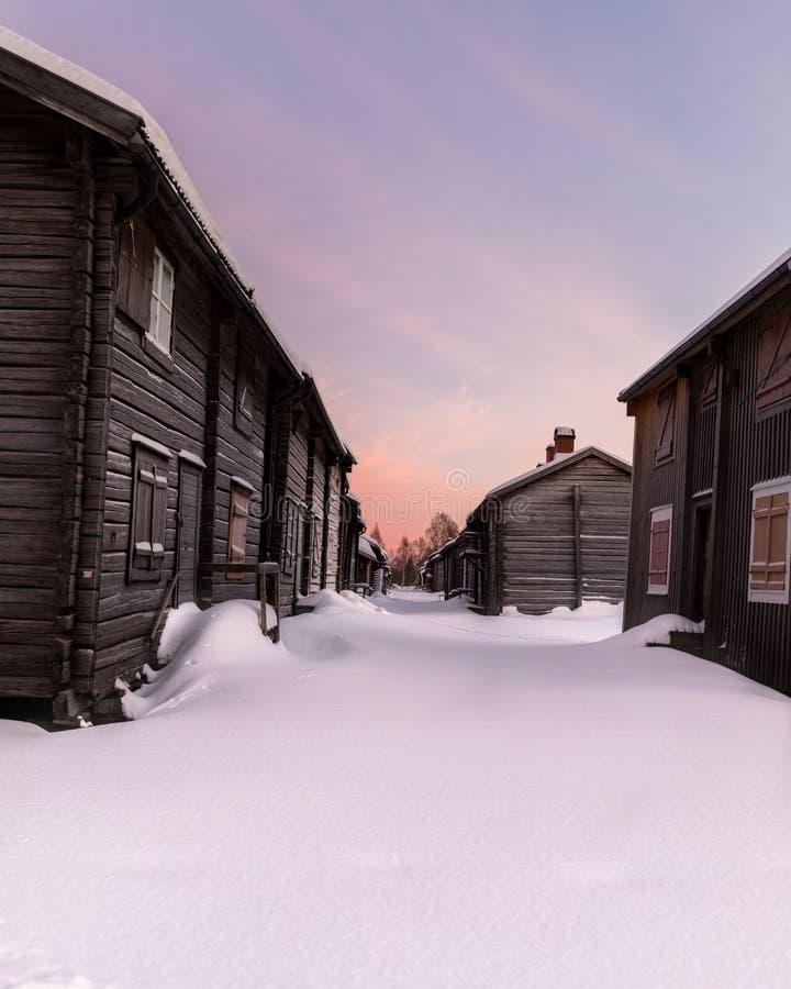 Vecchie case in neve fotografia stock
