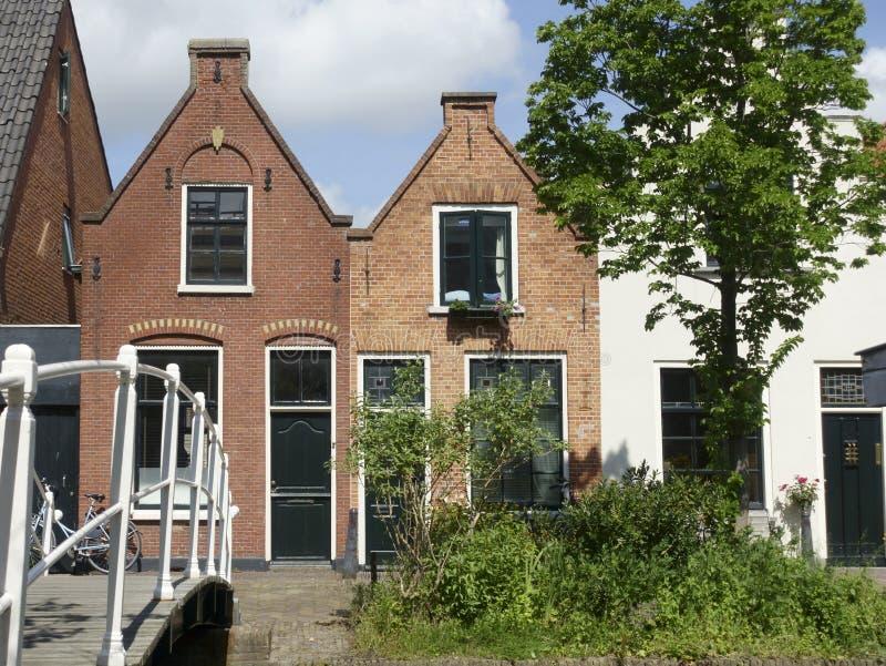 Vecchie case olandesi tipiche del canale a Delft, Olanda fotografia stock
