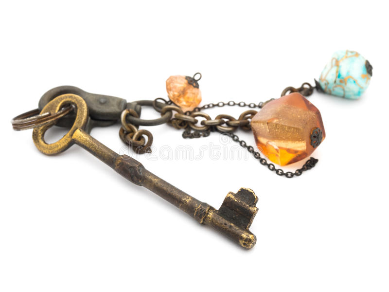 Vecchie chiavi arrugginite isolate fotografia stock