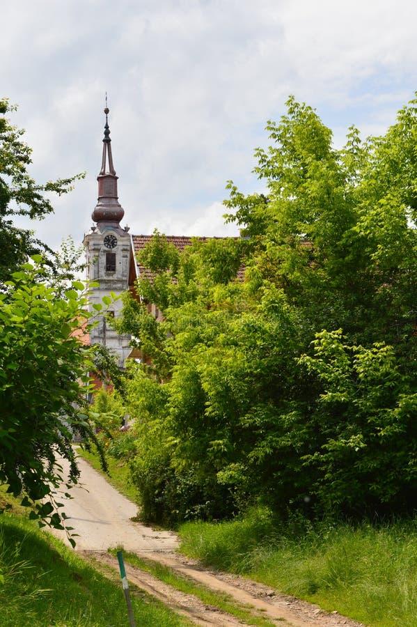 Vecchie chiese nella città immagini stock libere da diritti