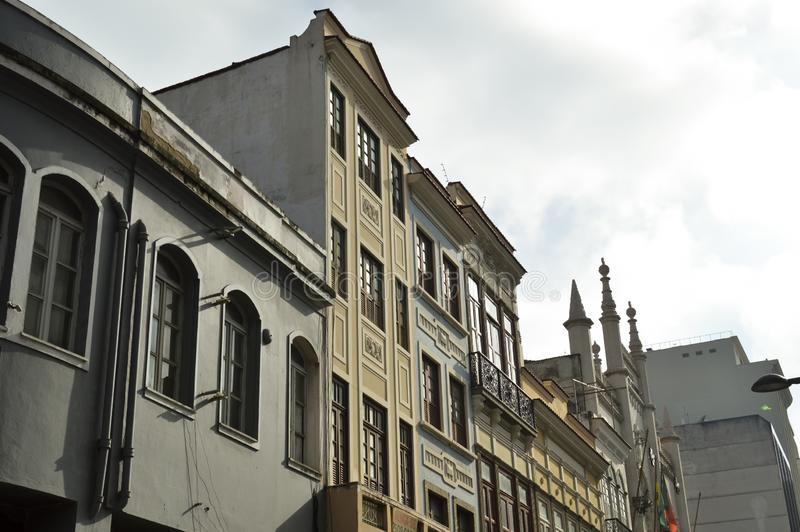 Vecchie costruzioni in carioca di Rua da in Rio de Janeiro fotografia stock libera da diritti