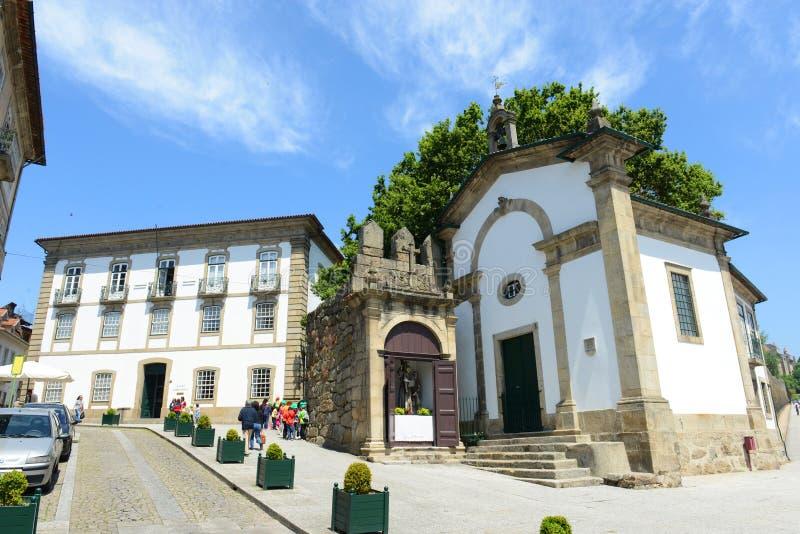 Vecchie costruzioni in Guimarães, Portogallo fotografia stock libera da diritti