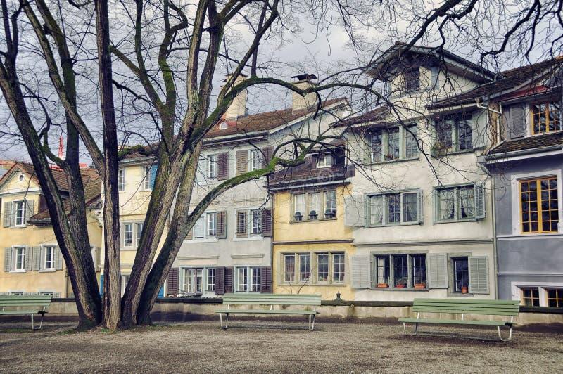 Vecchie costruzioni nel centro urbano di Zurigo immagine stock
