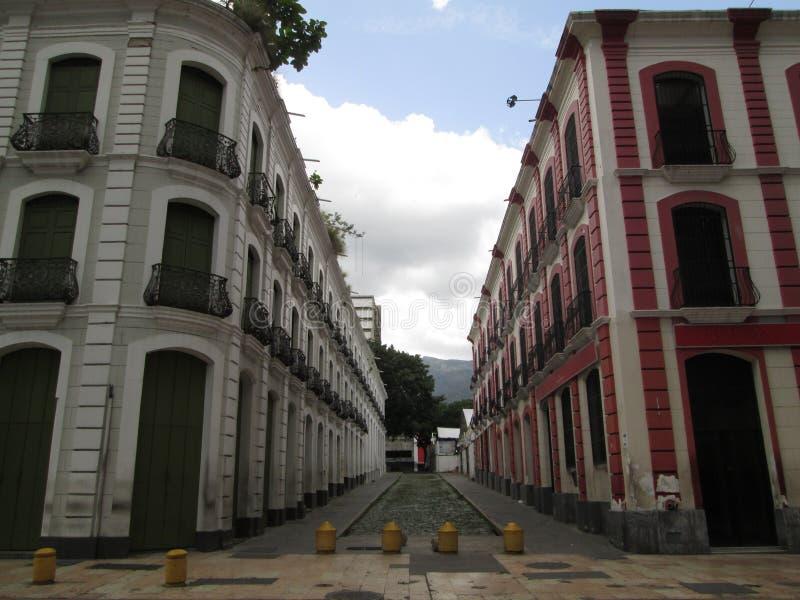 Vecchie costruzioni nella regione coloniale del centro di Caracas Venezuela fotografia stock libera da diritti