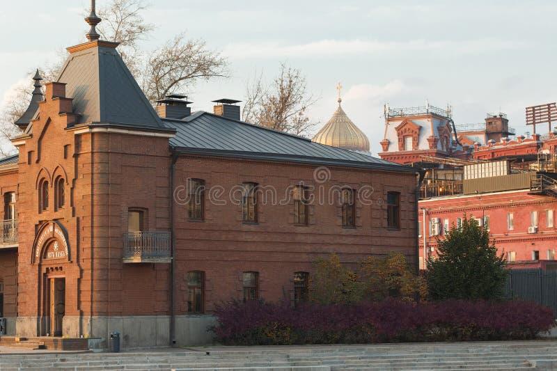 Vecchie costruzioni storiche nel centro di Mosca fotografia stock