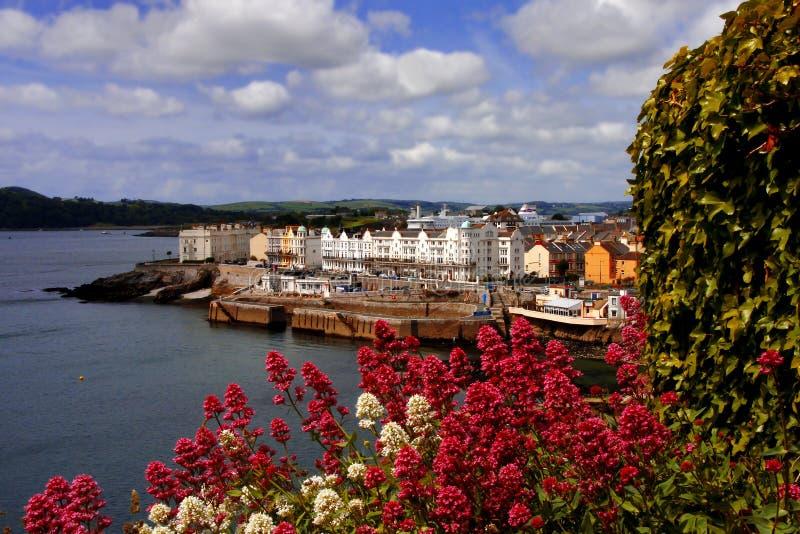 Vecchie costruzioni sul cappotto Plymouth, Regno Unito fotografia stock libera da diritti
