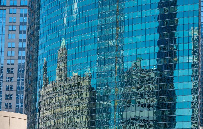 Vecchie e costruzioni moderne in Chicago - CHICAGO, U.S.A. - 12 GIUGNO 2019 immagini stock libere da diritti