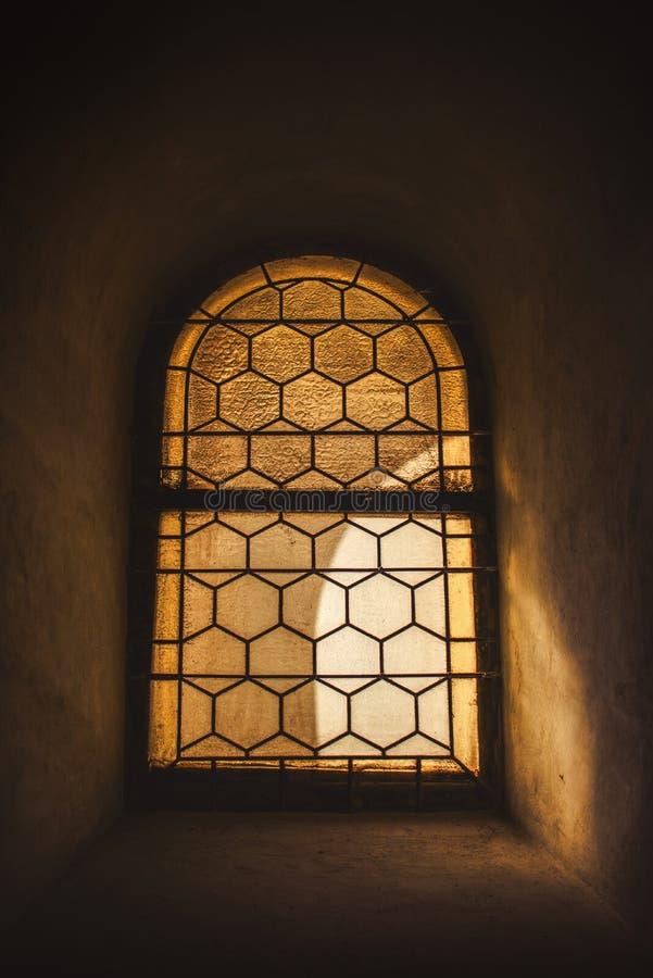 Download Vecchie finestra e luce fotografia stock. Immagine di obsoleto - 55364584