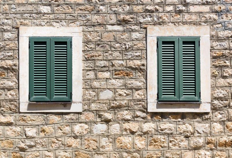 Vecchie finestre di legno fotografia stock immagine for Finestre di legno