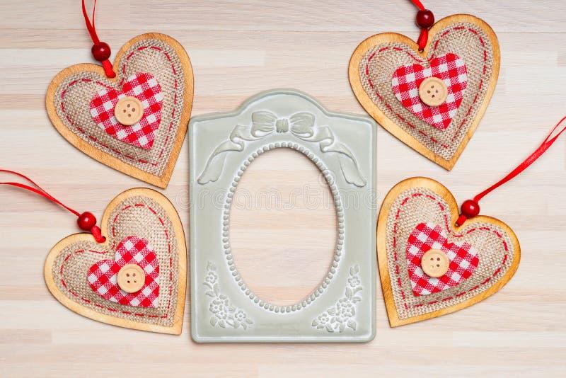 Vecchie forme metalliche della cornice e del cuore fotografia stock libera da diritti