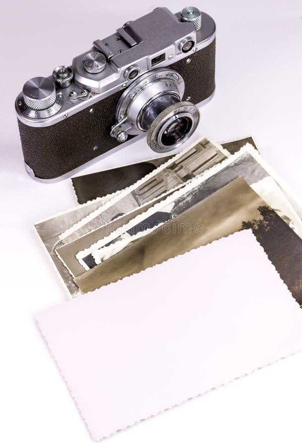 Vecchie foto e macchina fotografica fotografia stock libera da diritti