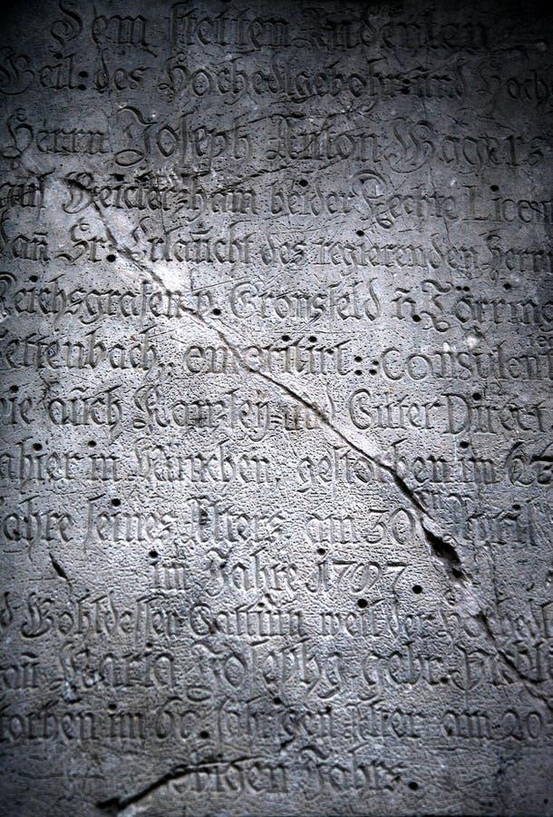 Vecchie iscrizioni di pietra nocive fotografie stock
