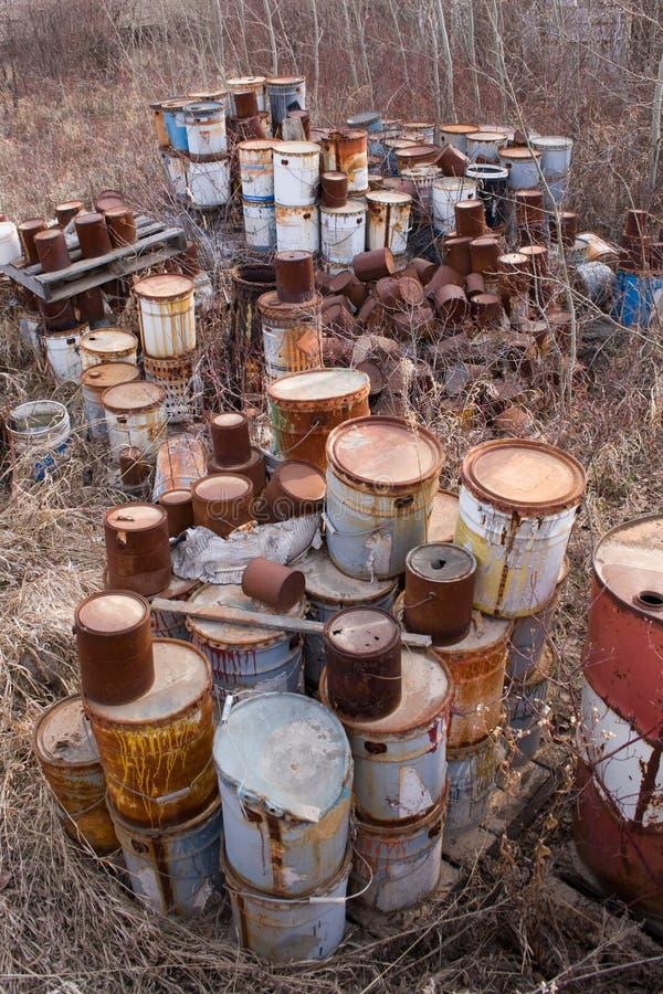 Vecchie latte della vernice fotografie stock libere da diritti