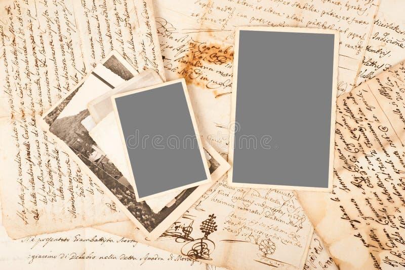 Vecchie lettere e foto fotografia stock libera da diritti