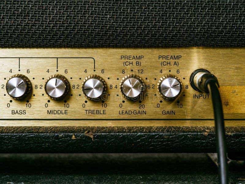 Vecchie manopole dell'amplificatore immagini stock libere da diritti
