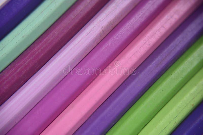 Vecchie matite dei colori differenti fotografia stock