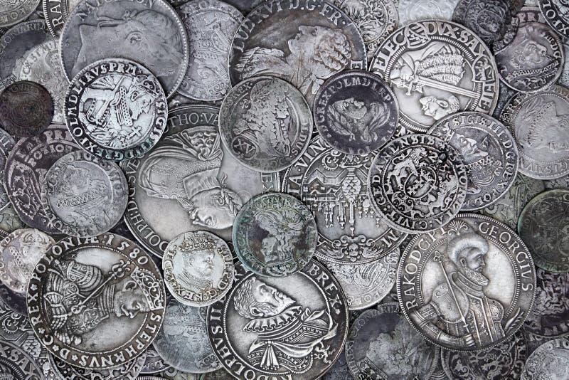 Vecchie monete d'argento fotografie stock libere da diritti