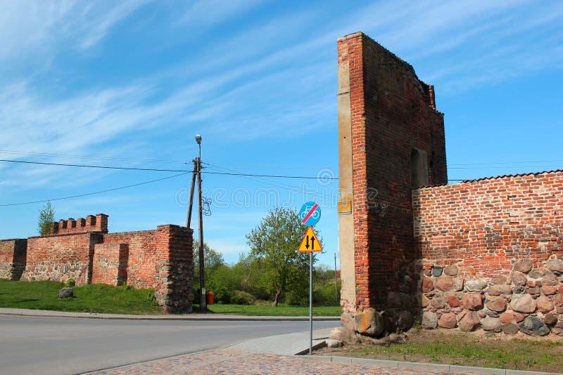 Vecchie pareti della città di Sepopol nella contea di Bartoszyce, Warmian-Masurian Voivodeship, Polonia fotografia stock