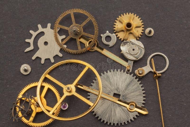 Vecchie parti dell'orologio della mano fotografie stock libere da diritti