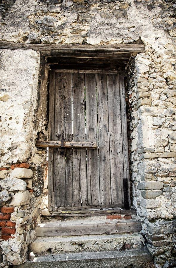 Vecchie porte di legno bloccate retro stile fotografia for Rivestire porte vecchie