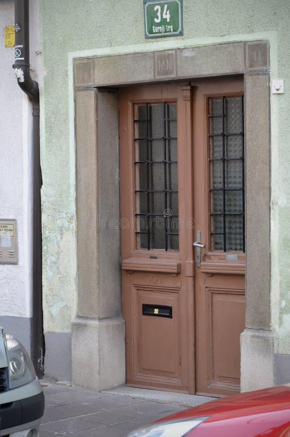 Vecchie porte maniglie serrature grate e finestre - Maniglie finestre prezzi ...