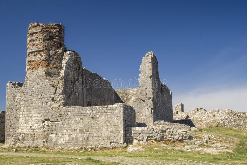 Vecchie rovine del castello in Skoder, Albania fotografie stock